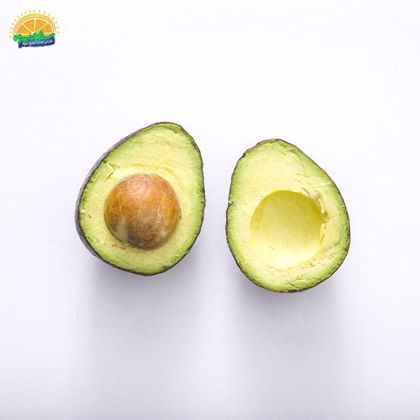 بهترین میوهها برای سلامت قلب: 8. آووکادوی لاچکری برای بهبود عضلات قلب