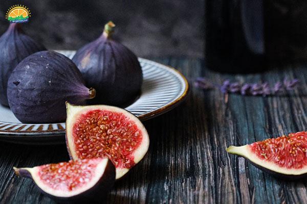 نحوهی انتخاب میوه پاییزی انجیر